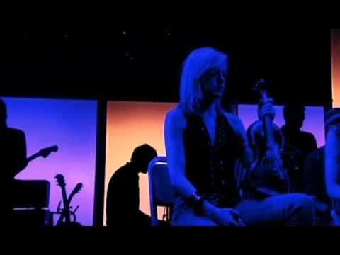 Gorillaz.-.Demon.Days.Live.At.The.Manchester.Opera.House.(2006).[DVDRIP]BATONIMAX.avi