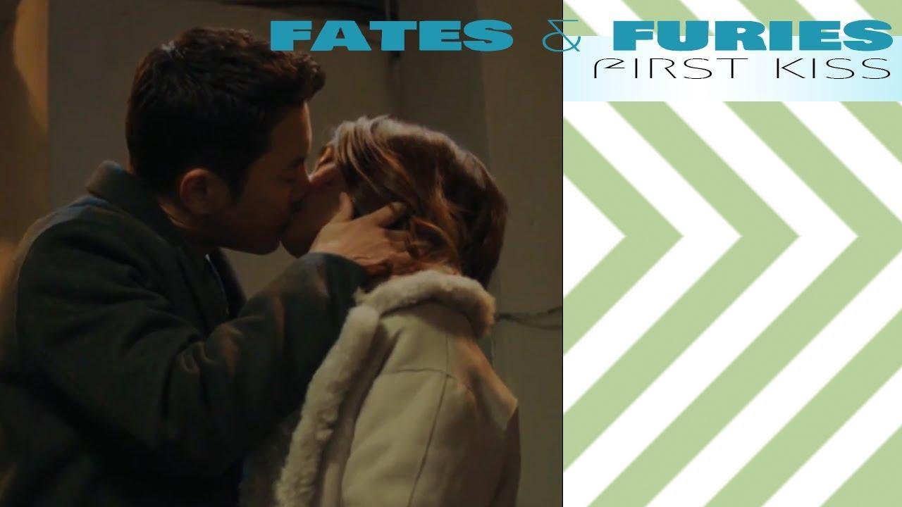 운명과 분노 Fates Furies First Kiss Primer Beso