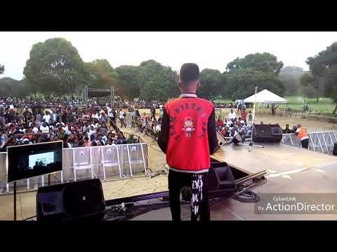 Junny - Performance au concert de FALLY IPUPA