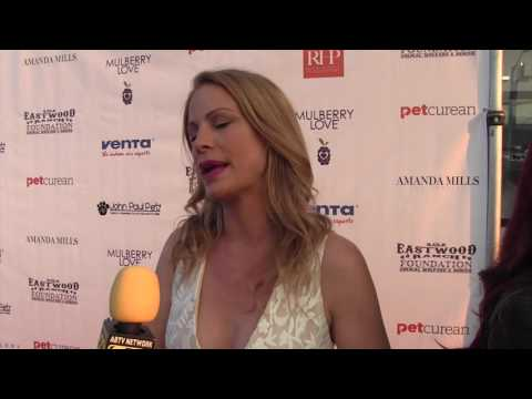Alison Eastwood I Art For Animals Fundraiser I AfterBuzz TV