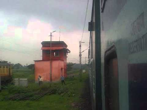 22062 MGS WAP-4 honking away at Parasnath Station