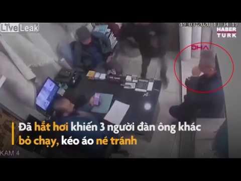 Đám đông bỏ chạy tán loạn khi người đàn ông hắt hơi trên bàn làm việc