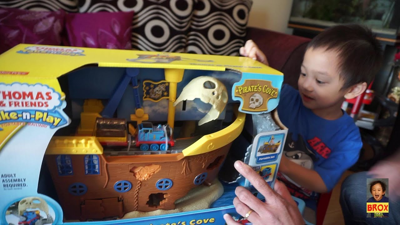 Thomas at Pirate\'s Cove - Unboxing - YouTube