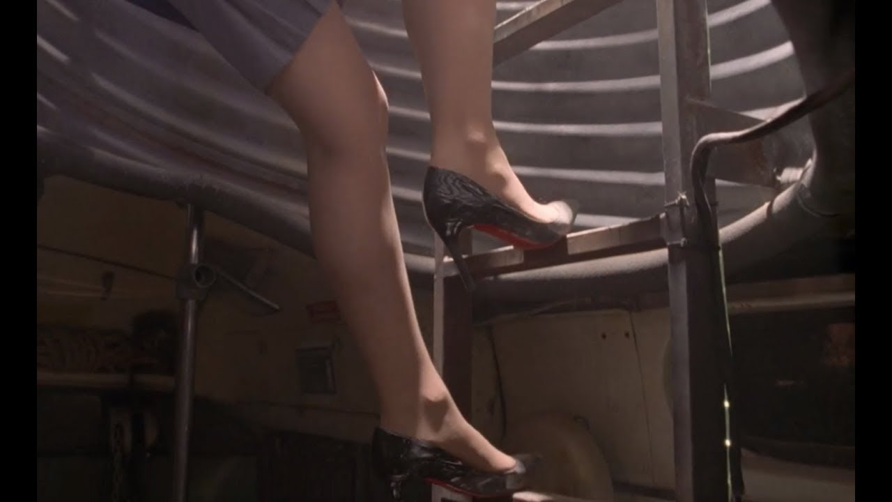 Lydia Aka Laura Fraser Sexy Legs In Pantyhose With High Heels Scene