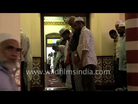 Large Muslim population in Sri Lanka: Namaz in Colombo Masjid