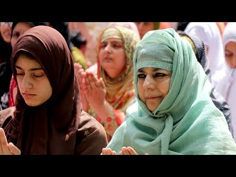 CM Mehbooba Mufti offers Eid Prayers at Sonwar