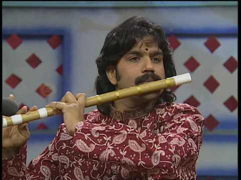 V K Raman -Flute- Govardhana Gireesham-Hindolam