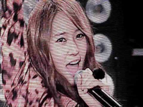 SMTOWN NY Concert Tik Tok- Jessica and Krystal and a little bit of f(x) [111023] [fancam]