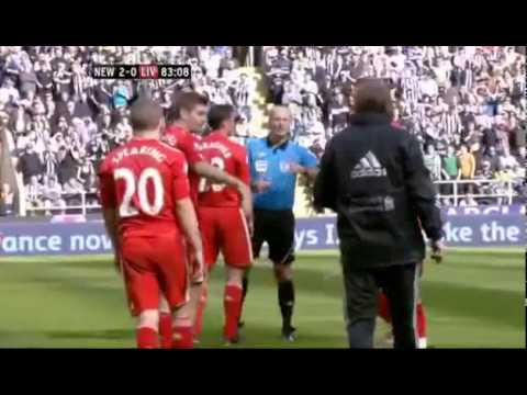Steven Gerrard nudges Kenny Dalglish away after Pepe Riena's sending off vs Newcastle 01/04/2012