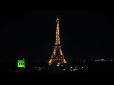 Les feux d'artifice clôturent les célébrations du 14 juillet à Paris (Direct du 14.07.16)
