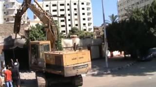 بالفيديو.. هدم ملهى ليلي بمصر بعد توبة صاحبه
