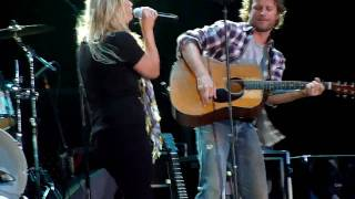 Dierks Bentley & Miranda Lambert - Come A Little Closer - Cheyenne Frontier Days 2010