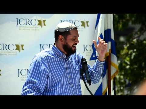 Singing With Rabbi Uri Topolosky At