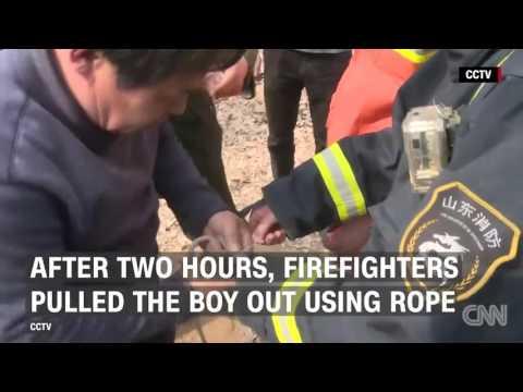 Un nene de 3 años sobrevivió tras caer dentro de un pozo de 90 metros