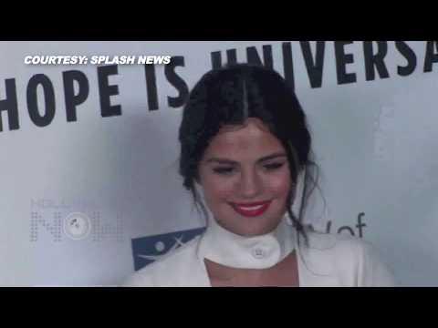 (VIDEO) Selena Gomez Wears Low Cut SEXY CLEAVAGE White Dress thumbnail