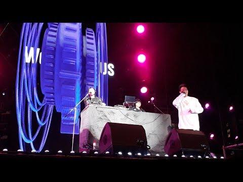 Weird Genius Tampil Energik di Panggung Viral Fest Asia 2017