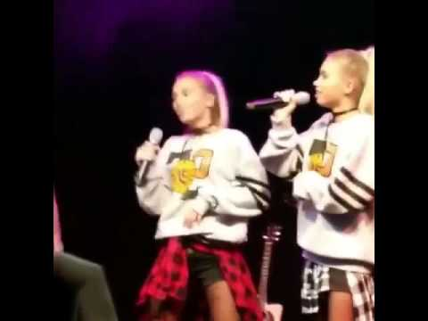 LISA AND LENA TWINS SINGEN IN STUTTGART CIMORELLI TOUR COLD WATER