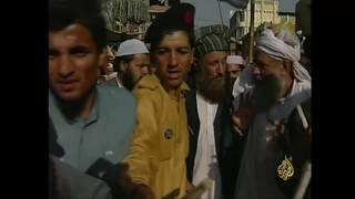 أرشيف- متطوعون باكستانيون يستعدون للحرب مع طالبان