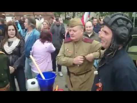 Růžový tank v Brně zase zelený, věci se vrací k normálu :)