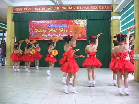 Tuổi mùa xuân - múa lớp 1/3 trường TH Vĩnh Ninh Huế