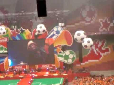 knaan-waving flag at Nederland-Japan in Arena