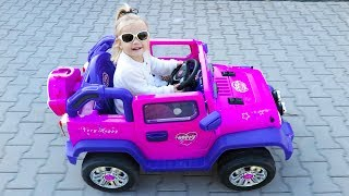 Little Girl Elis Ride On Pink Jeep with Baby Animals w/Thomas Toys Ride On Ford Wildtrak