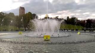 Фонтан в Варшаве(Мультимедийные фонтаны во всем мире, как магнит, притягивают туристов. Например, магический фонтан Монжуик..., 2016-05-01T21:17:55.000Z)