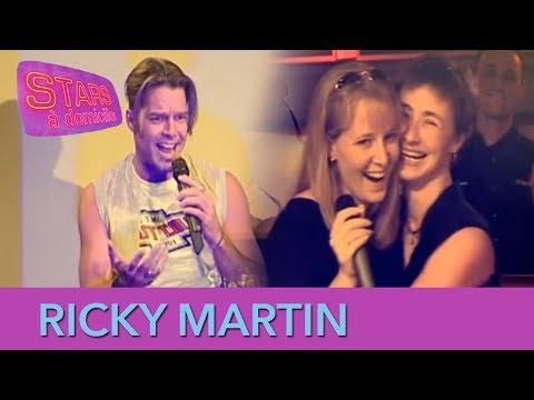 Ricky Martin vient chanter au karaoké avec une fan ! - Stars à domicile