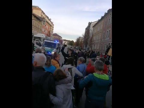 Querdenker 17.11.2020 Rosenheim - Spaziergang mit Einkesselung durch Polizei