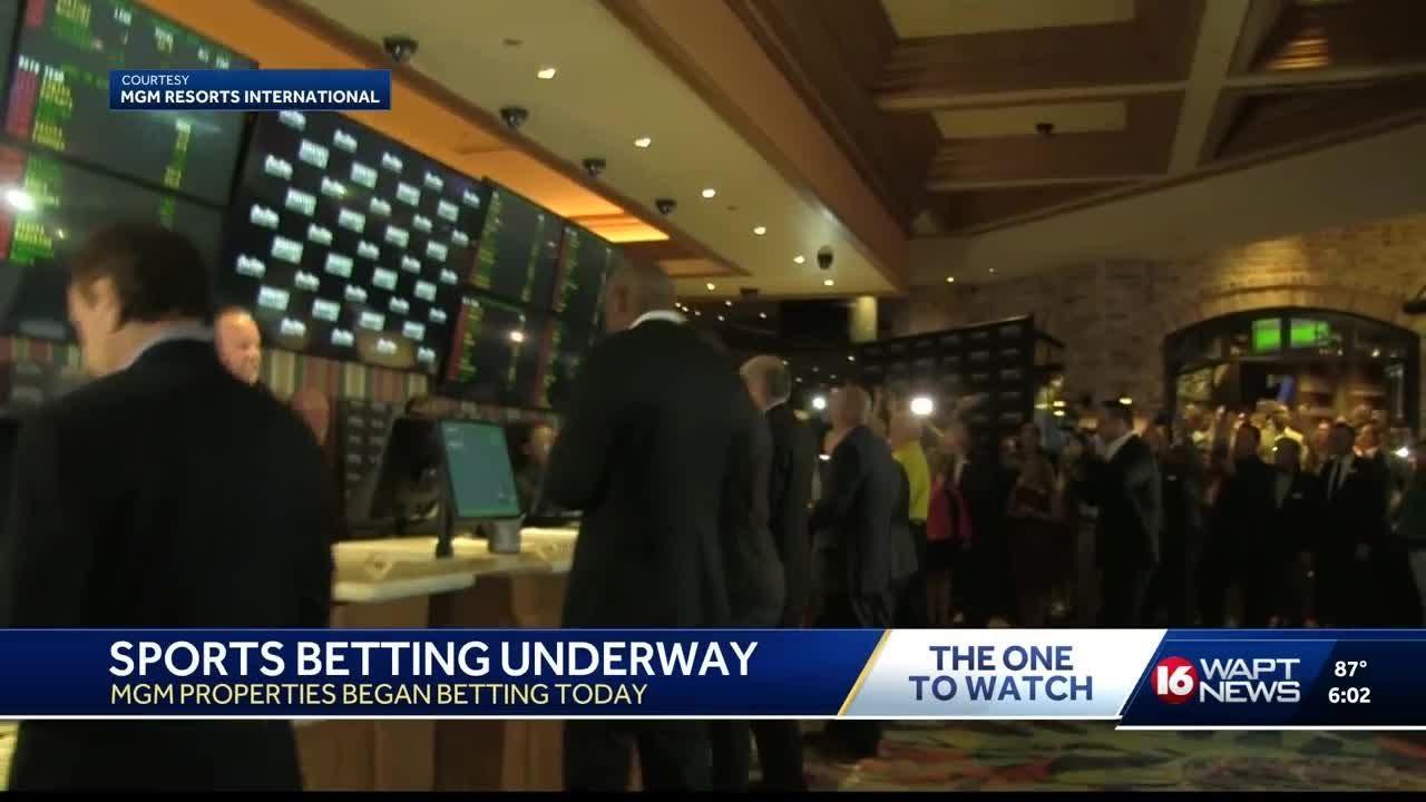 Sports betting underway at 2 Mississippi casinos