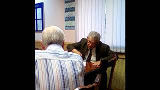Смотреть видео Повышение пенсионного возраста: депутат-единоросс Гончар vs левые активисты и жители онлайн