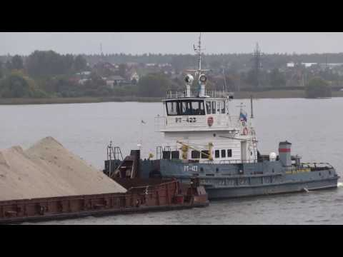 Moscow Canal - Tugboat pushing an ore barge.