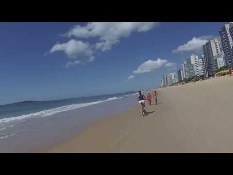 """""""Bicicletando"""" pela praia. Matamos a vontade!"""