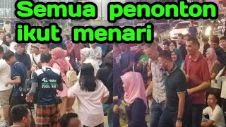 Download lagu Orang putih pun ikut goyang poco poco 😄😄😄