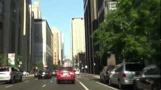 アメリカ、シカゴのダウンタウンを走る車載動画です。高層建築物で有名...