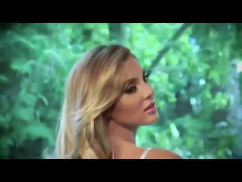 Порно Привлекательная блондинка в белом нижнем белье