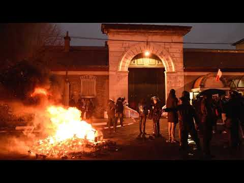News Update French prison guards in nationwide strike after attacks 22/01/18