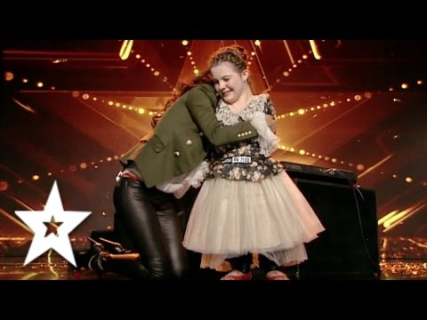 Girl Sings & Plays Piano With Her Feet! | GOLDEN BUZZER | Auditions Week 4 | Românii au talent