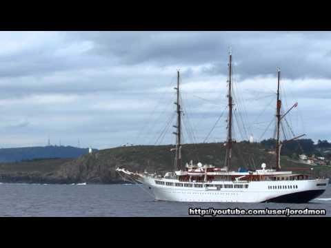 Cruise Ship SEA CLOUD II departs A Coruña