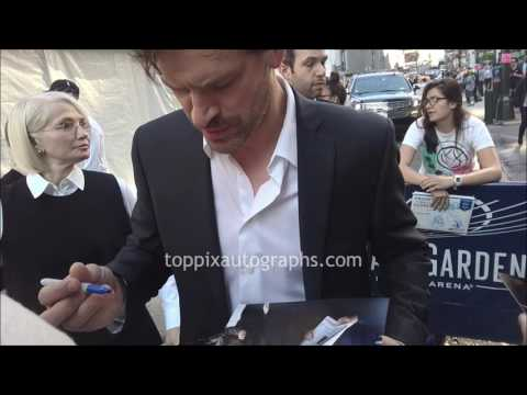 Tom Everett Scott  SIGNING AUTOGRAPHS while ting in NYC