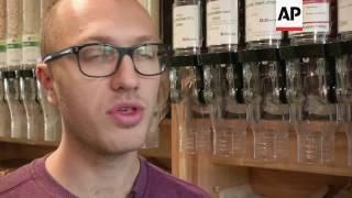 Eco-friendly supermarket uses zero plastic packaging