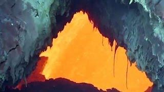 Raw: Hawaii Lava Flow Threatens Roads, School