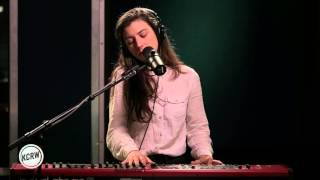 """Julia Holter performing """"Feel You"""" Live on KCRW"""