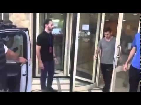 Messi leaves the hospital after he got Injured against las palmas