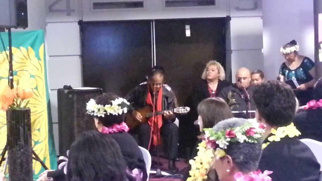 john-lindsay-singing-poe-tiare-oki-koe-noku-mrs-mataiti