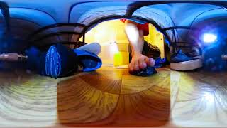 VR Macro 360 Under the Bed 2