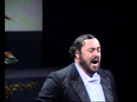luciano-pavarotti-per-la-gloria-dadorarvi-bari-1984-marqueseunice