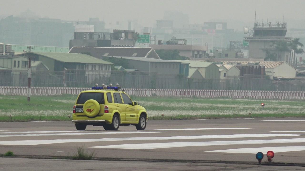 台北松山機場TSA/RCSS 10跑道  6227-ET 飛安巡查車