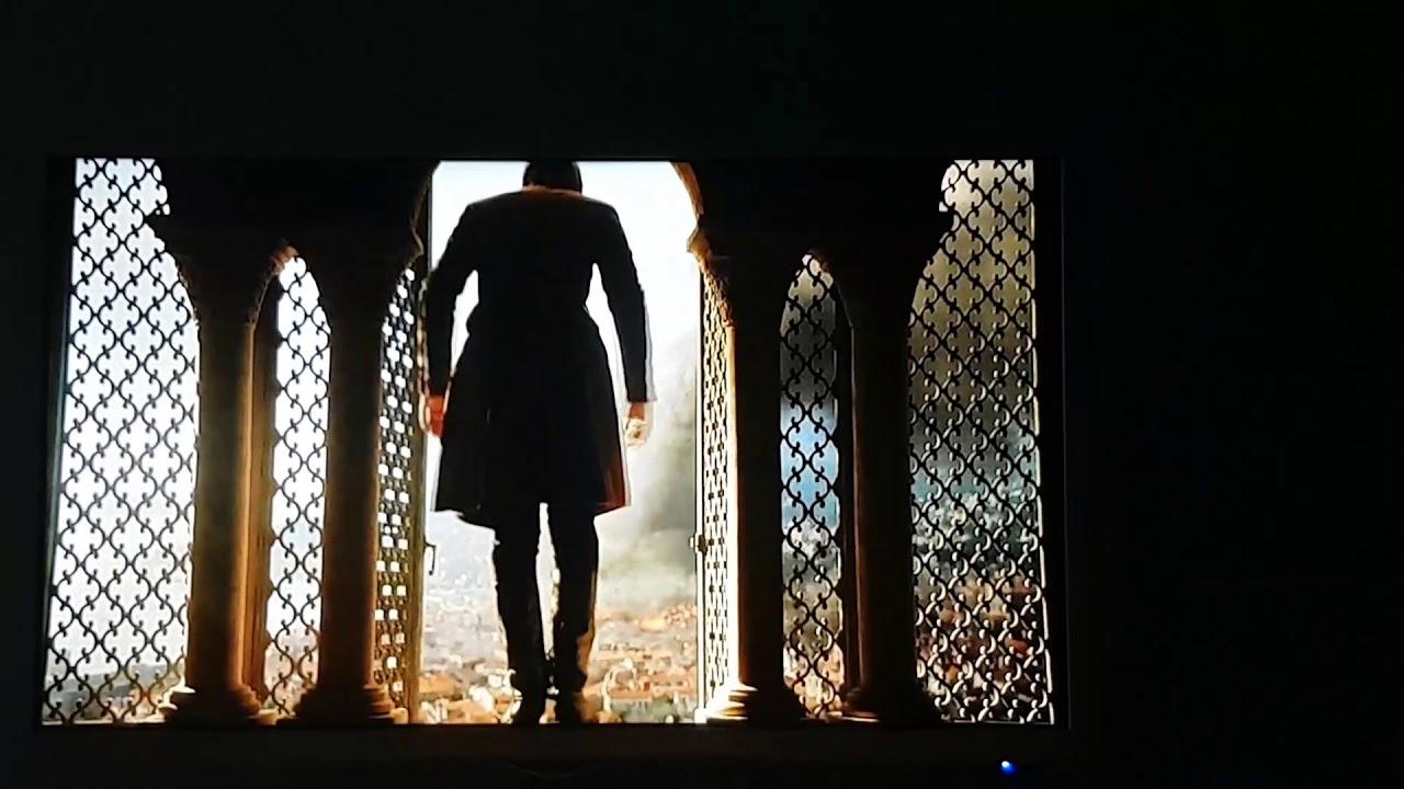 Гифка игра престолов прыгает из окна