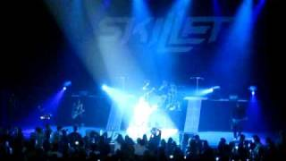 Skillet LIVE Intro + Whispers in the Dark